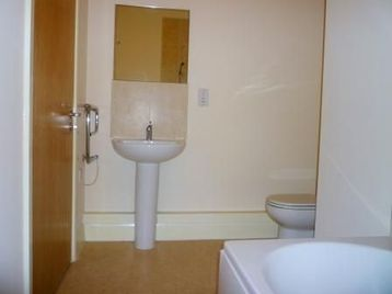 Luxury 2 Bedroom Apartment With Parking And Fully Furnished