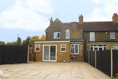 Property For Rent in Holloway Lane, Harmondsworth For £1,750 PCM