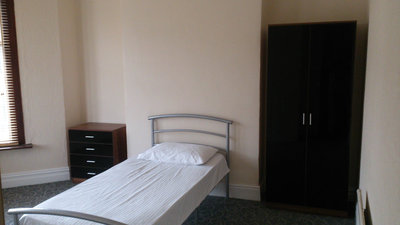Private room to rent in shared 5 bed house