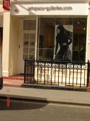 • Prestigious London gallery for rental