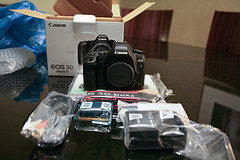 FOR SALE :   XMAS SALES Brand New Canon EOS 5D Mark II 21MP DSLR Camer