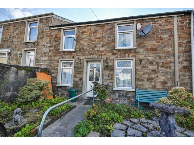 2 bed cottage style house for sale - ideal first home or investment property. in Aberdare - 1