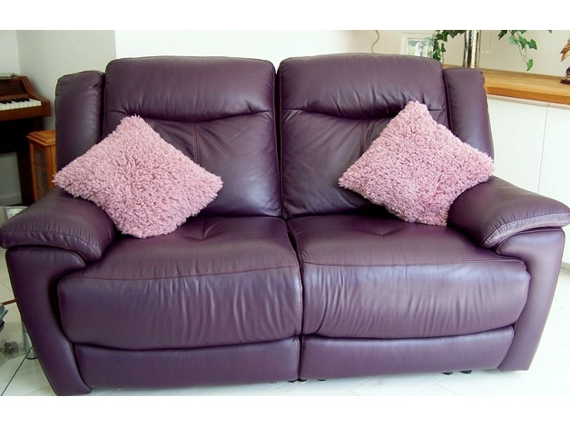 2 LOVELY MULBERRY (PURPLE) LEATHER ELECTRIC RECLINING SOFAS in Beccles