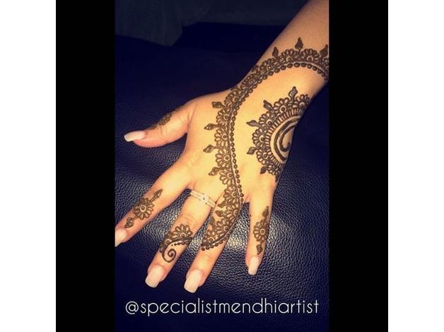 Specialist Mendhi Artist in Birmingham