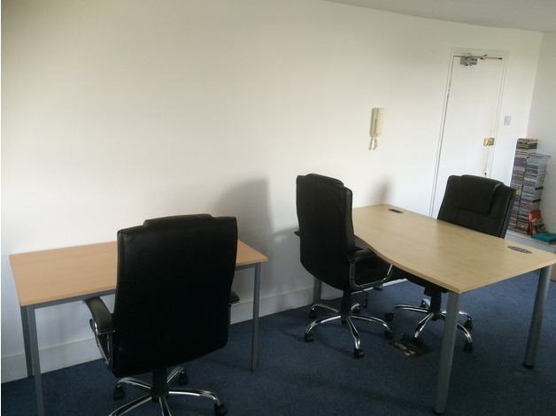 2 Desk Spaces Available in Lovely Central Brighton Office in Brighton