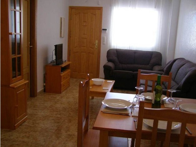 Costa Blanca, ground floor apartment, sleeps 4, air con, English TV channels, close to pool in Br