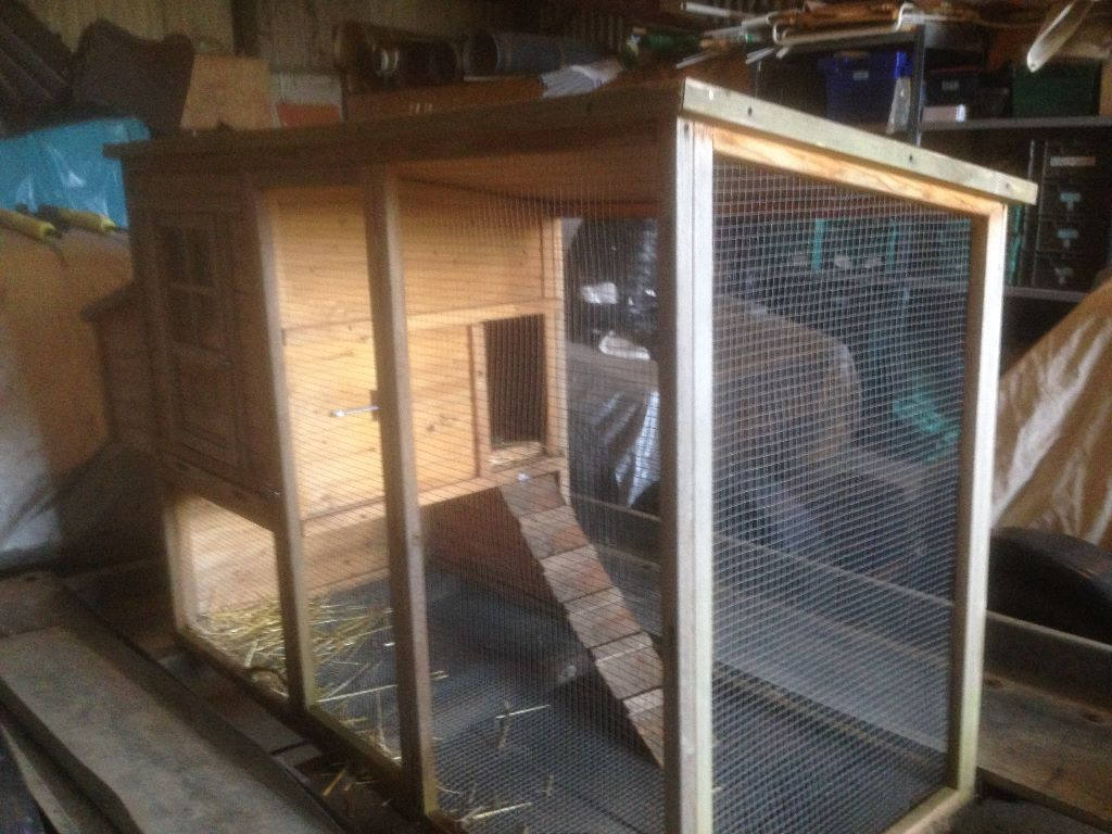 Hen House with Run, Chicken Coop, Great Condition in 