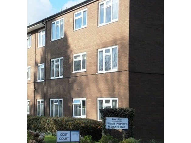 1 Bed Flat For Sale only. Beautifully maintained, 4 miles from Cardiff city centre. excellent acc - 1
