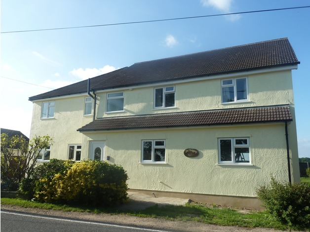 6+ bedroomed detached house near clacton on sea, 2/3 acre. rural location.  in Clacton On Sea