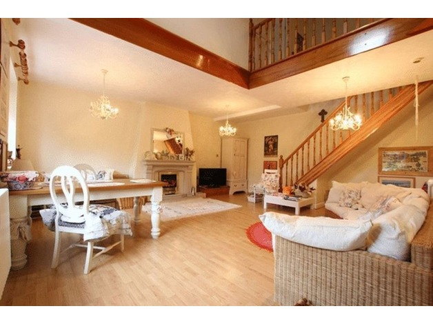 BEAUTIFULLY MAINTAINED TWO BED BARN CONVERSION FOR SALE in Ellesmere Port