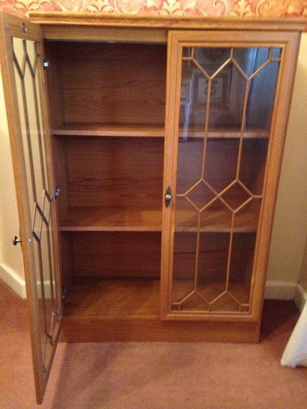 Oak effect display cabinet in 