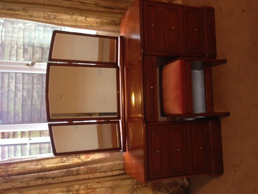 Dressing table and mirror in 