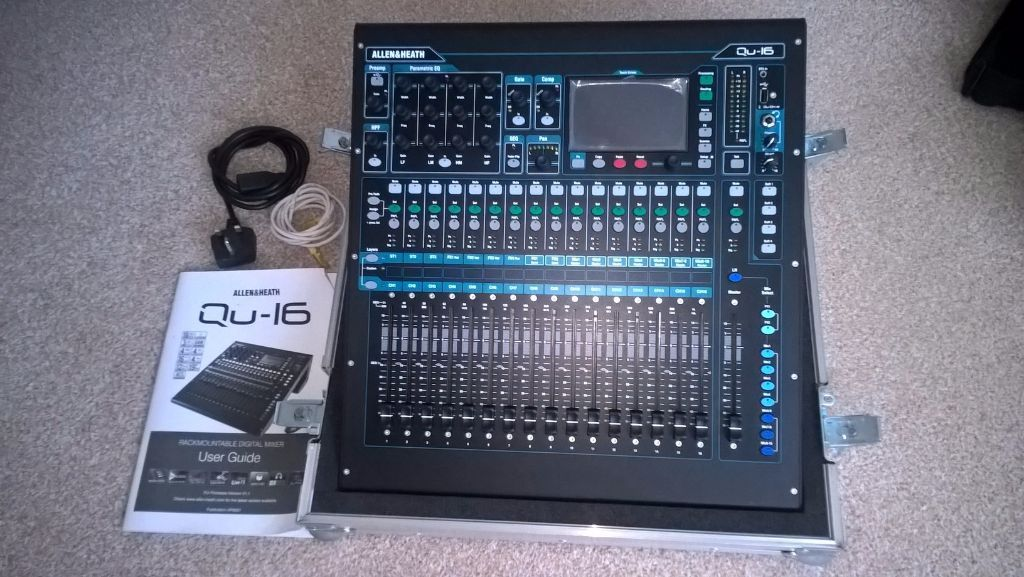 Allen & Heath QU16 Digital Mixing Console with flight case in 