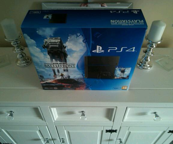 SONY PLAYSTATION 4 500GB in  Totton