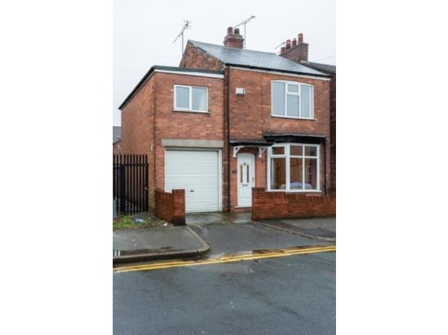 Detached 4 Bedroom House with Off-Street Parking in Hull in Hull