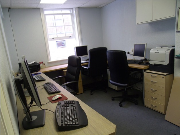 Two Hot Desk in Clerkenwell professional Office address with a lots facilities also a cafe close