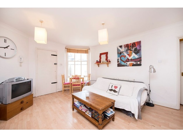 Fully furnished Two Bedroom flat to Let in Voltaire Road, Clapham, SW4 6DQ in Lambeth