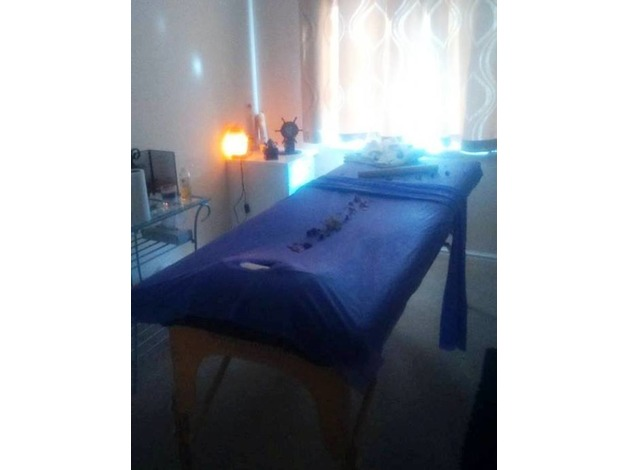 Qualified FEMALE masseuse offers Lomilomi, Hot oil, Hot stone, Deep tissue, Bamboo, Reflexology,