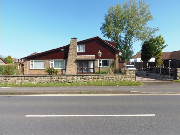 Detached  ,freehold .House/Dormer Bungalow in Rotherham