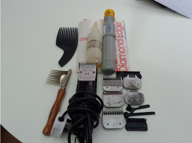 Thrive electric clippers , plus 5 blades etc  in Southsea