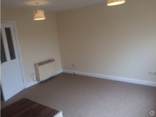 Town centre two bed ground floor flat with parking in Stamford