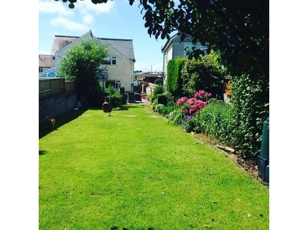 Beautiful house set in North gower stones throw from beaches and stunning walks in Swansea